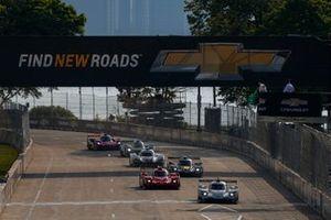 Restart: #01 Chip Ganassi Racing Cadillac DPi: Renger van der Zande, Kevin Magnussen, führt