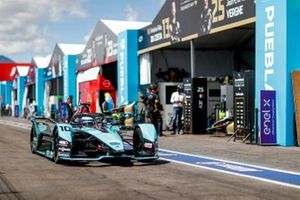Sam Bird, Jaguar Racing, Jaguar I-TYPE 5, se dirige vers la grille de départ