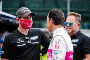 Jack Harvey, Meyer Shank Racing Honda, und Helio Castroneves, Meyer Shank Racing Honda, mit Michael Shank