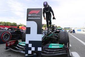 Yarış galibi Lewis Hamilton, Mercedes