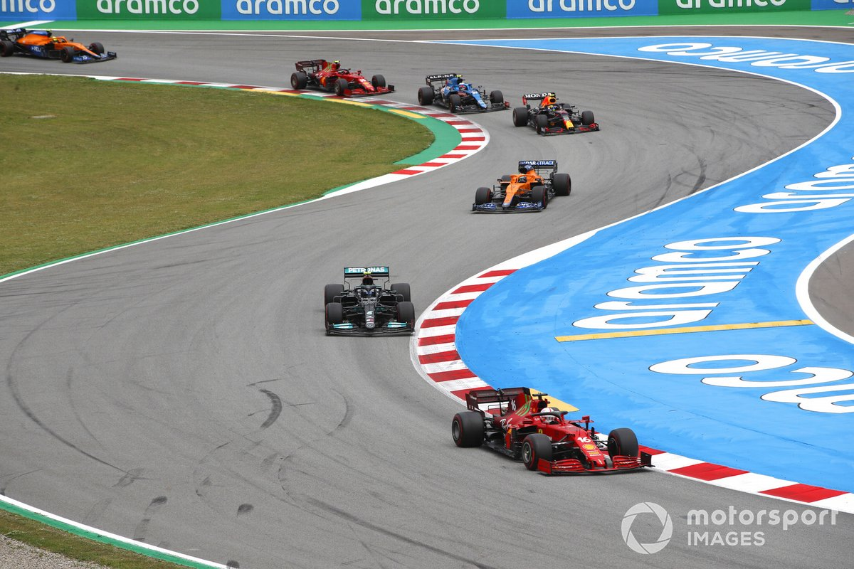 Charles Leclerc, Ferrari SF21, Valtteri Bottas, Mercedes W12, Daniel Ricciardo, McLaren MCL35M, Sergio Perez, Red Bull Racing RB16B, y Esteban Ocon, Alpine A521