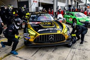 #40 10Q Racing Team Mercedes-AMG GT3 Evo: Kenneth Heyer, Thomas Jäger, Yelmer Buurmann