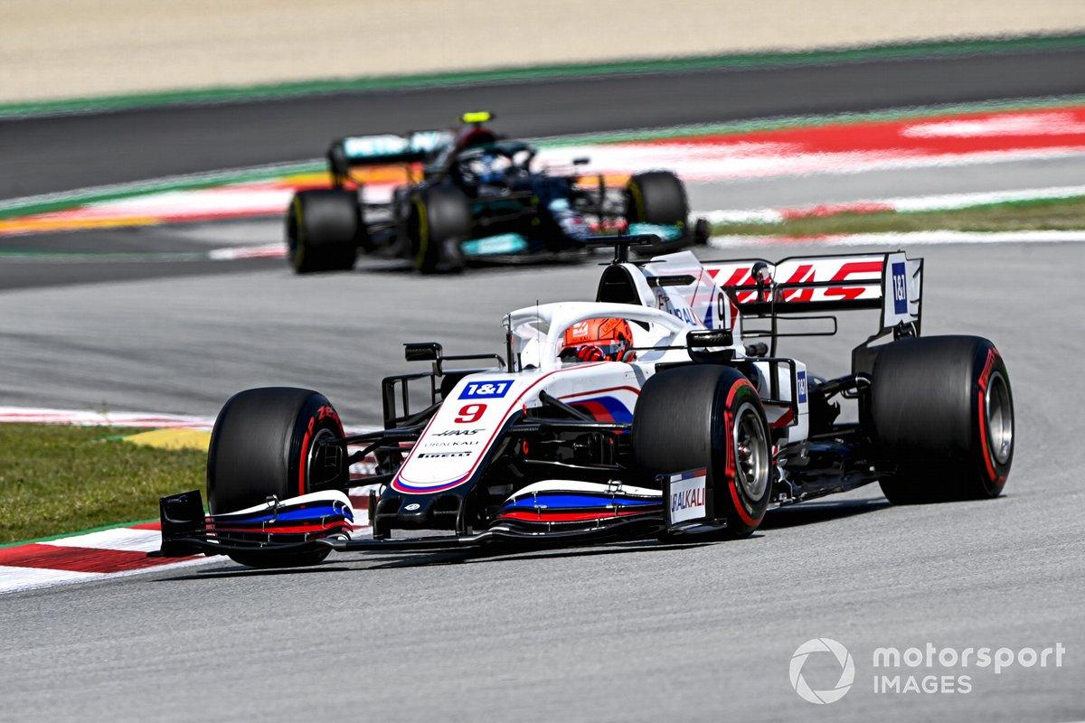 Nikita Mazepin, Haas VF-21, Valtteri Bottas, Mercedes W12
