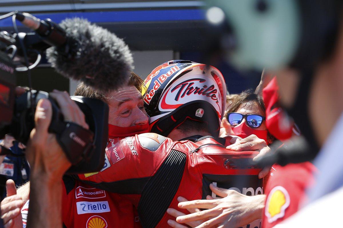 Ganador de la carrera Jack Miller, Ducati Team celebra con el equipo