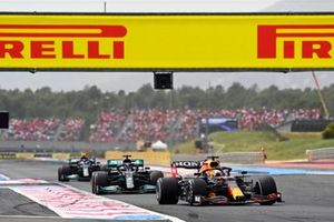 Max Verstappen, Red Bull Racing RB16B , leads Sir Lewis Hamilton, Mercedes W12, and Valtteri Bottas, Mercedes W12