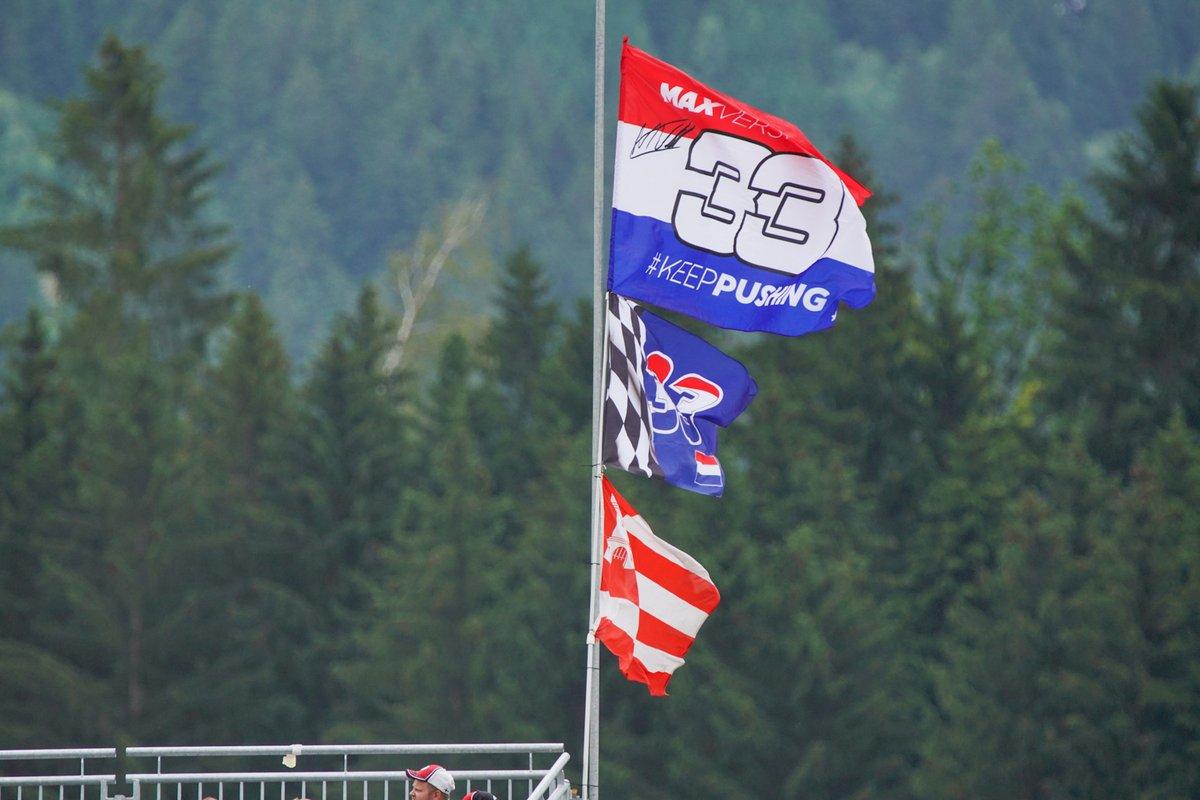 Banderas en apoyo a Max Verstappen, Red Bull Racing