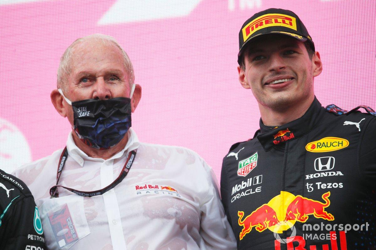 Podio: Helmut Marko, Consultor de Red Bull Racing, ganador de la carrera Max Verstappen