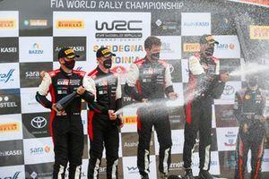 Podium: les vainqueurs Sébastien Ogier, Julien Ingrassia, Toyota Gazoo Racing WRT Toyota Yaris WRC, les 2ᵉ Elfyn Evans, Scott Martin, Toyota Gazoo Racing WRT Toyota Yaris WRC