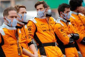 Механики McLaren на пит-лейне