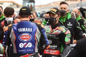 Garrett Gerloff, GRT Yamaha WorldSBK Team, Jonathan Rea, Kawasaki Racing Team WorldSBK dopo l'incidente di gara