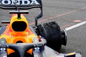 The damaged rear wheel of Max Verstappen, Red Bull Racing RB16B