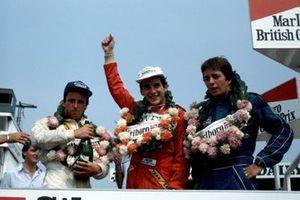 Podio: Calvin Fish, Ayrton Senna y Martin Brundle celebran