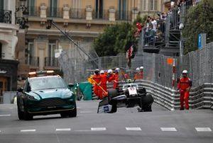 Marshal rimuovono l'auto Mick Schumacher, Haas VF-21, dalla pista