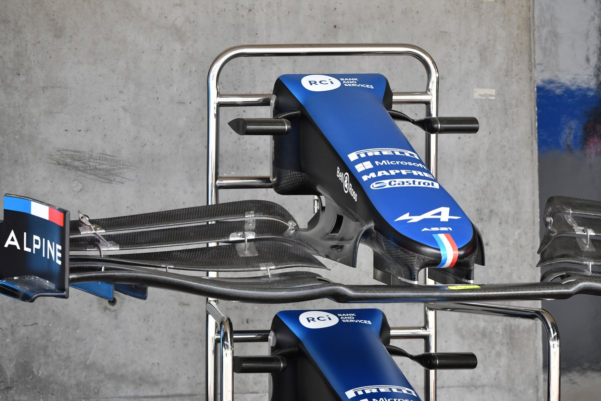 Alpine A521 old front wing and cape detail