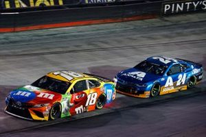Kyle Busch, Joe Gibbs Racing, Toyota Camry M&M's and William Byron, Hendrick Motorsports, Chevrolet Camaro Axalta
