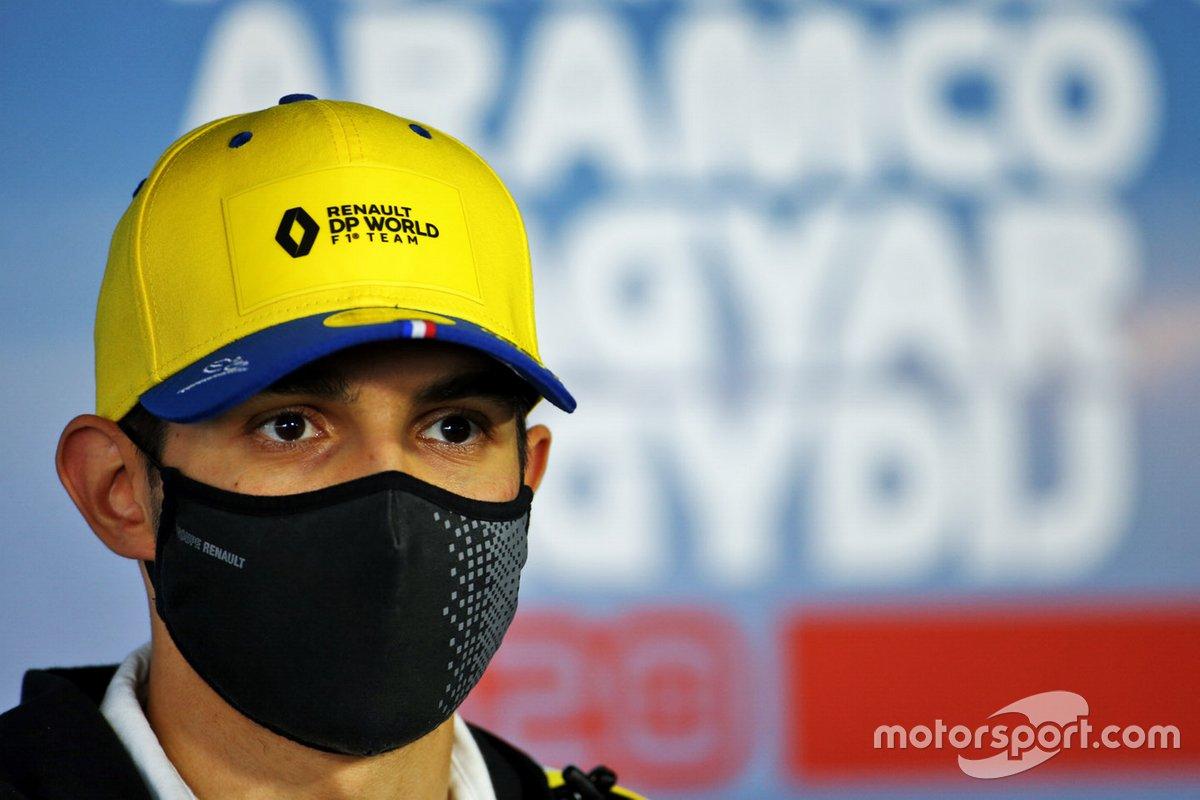 Esteban Ocon, Renault F1 en la conferencia de prensa