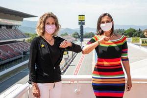 Ángeles Chacón, Consejera de Empresa y Conocimiento de la Generalidad de Cataluña, y Maria Teixidor, presidenta del Circuito de Barcelona-Cataluña