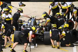 Esteban Ocon, Renault F1 Team R.S.20, makes a pit stop