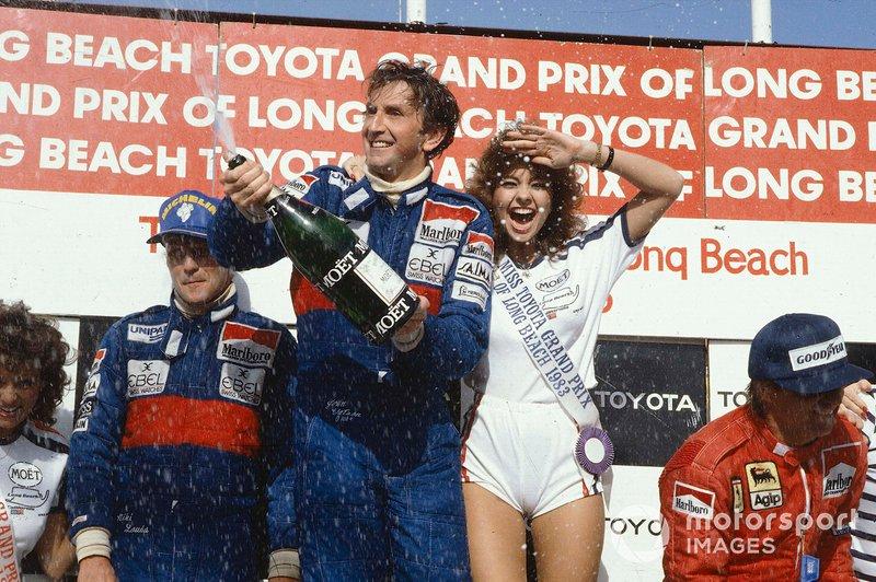 Podium: race winner John Watson, McLaren, second place Niki Lauda, McLaren, third place René Arnoux, Ferrari