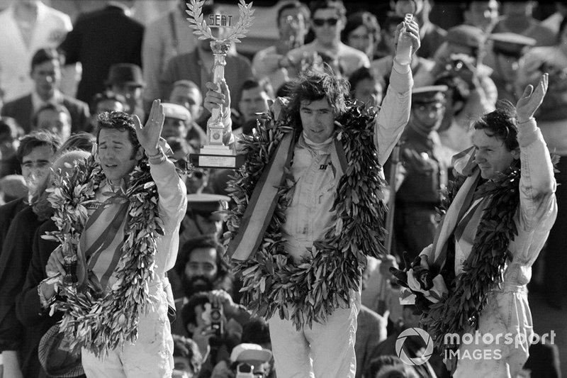 Podio: ganador de la carrera Jackie Stewart, March-Ford, segundo lugar Bruce McLaren, McLaren Ford, tercer lugar Mario Andretti, March-Ford