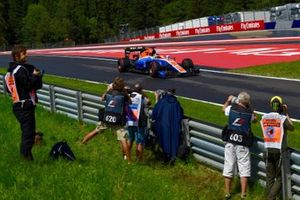 Pascal Wehrlein, Manor Racing MRT05 with Photographers