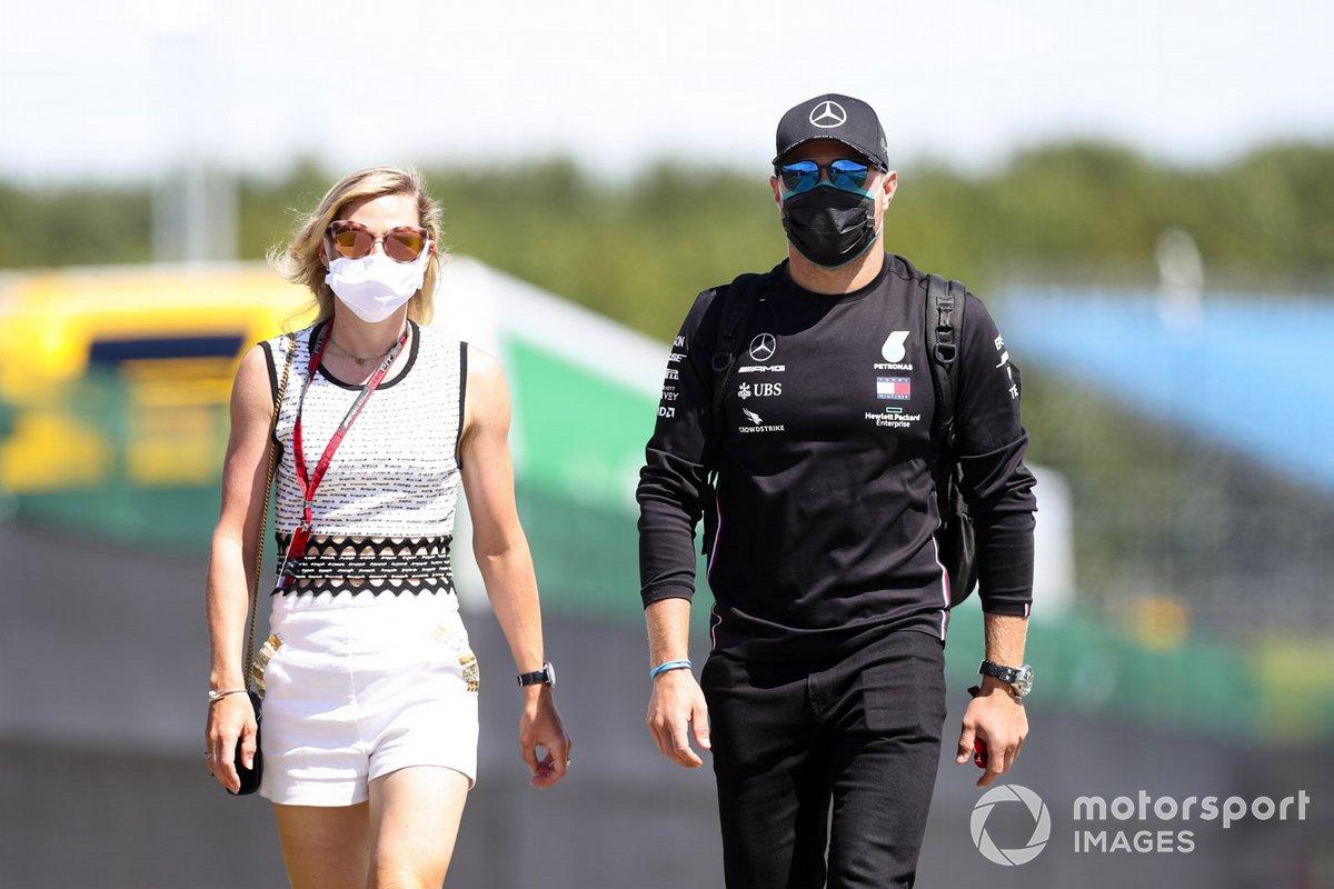 Valtteri Bottas, Mercedes-AMG F1 con Tiffany Cromwell