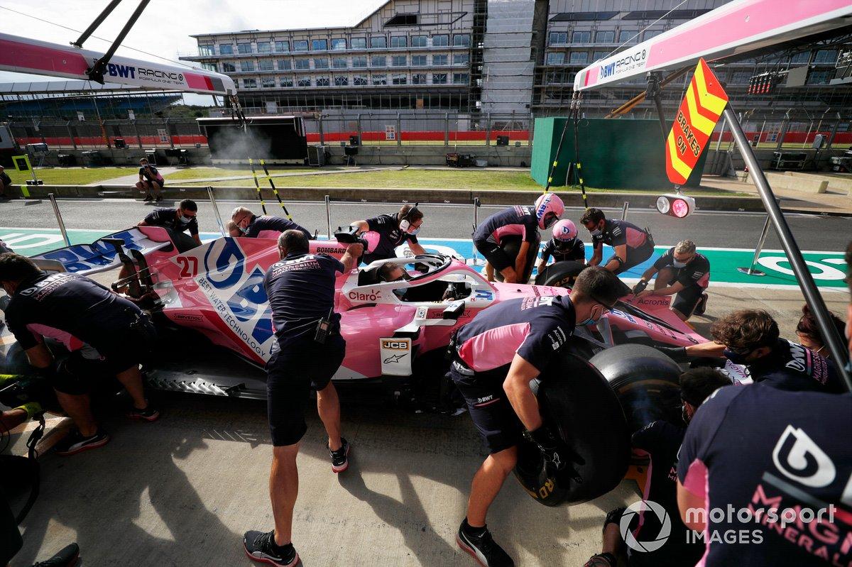 El equipo de Racing Point practica una pit stop con el monoplaza de Nico Hulkenberg Racing Point RP20