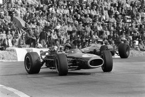 Jack Brabham, Brabham BT19 Repco, Jim Clark, Lotus 33 Climax