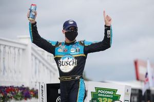 Ganador Kevin Harvick, Stewart-Haas Racing, Ford Mustang Busch Head for the Mountains