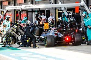 Valtteri Bottas, Mercedes F1 W11 pit stop