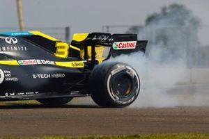 Daniel Ricciardo, Renault F1 Team R.S.20, spins up his rears after spinning out