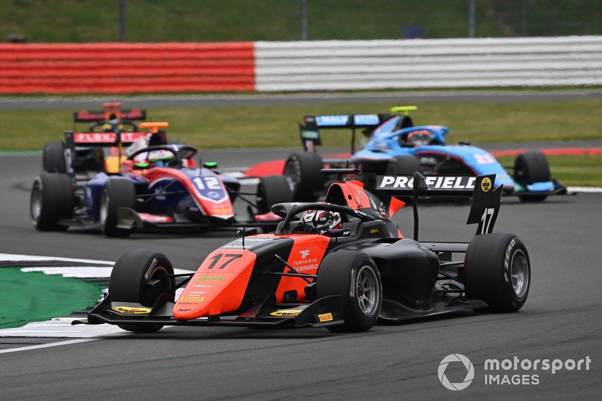 Richard Verschoor, MP Motorsport, y Oliver Caldwell, Trident