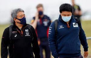 Masashi Yamamoto, General Manager, Honda Motorsport with a member of the AlphaTauri team