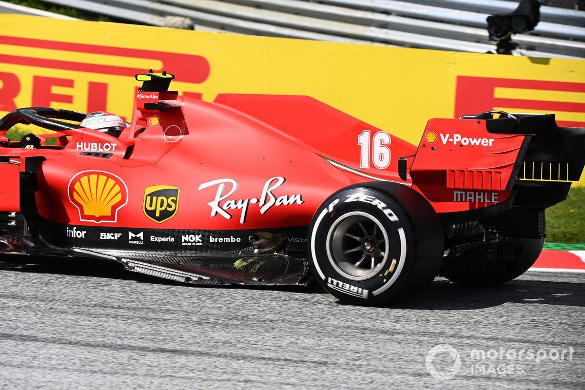 i danni sulla macchina di Charles Leclerc, Ferrari SF1000, dopo la partenza