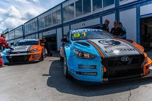 Григорий Бурлуцкий, Carville Racing, Hyundai i30 N, и Андрей Радошнов, Carville Racing, Volkswagen Golf GTI
