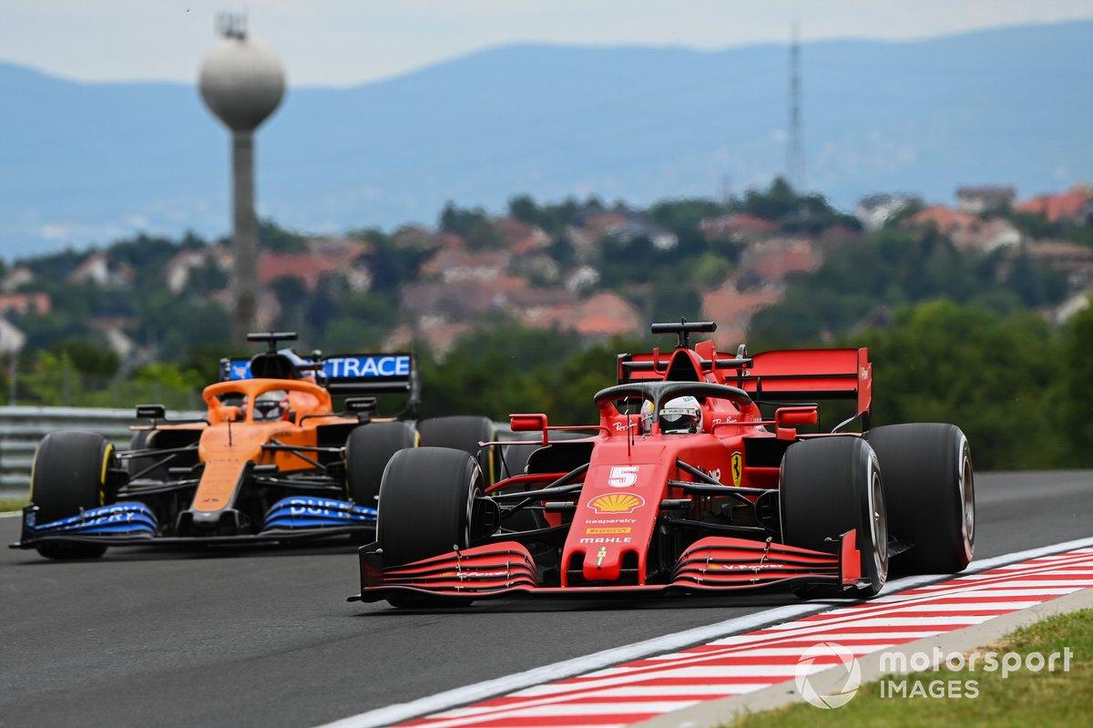 Sebastian Vettel, Ferrari SF1000, y Carlos Sainz Jr., McLaren MCL35