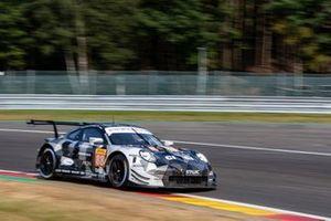 #88 DEMPSEY-PROTON RACING - Porsche 911 RSR: Vutthikorn Inthraphuvasak, Ricardo Sanchez, Lucas Legeret