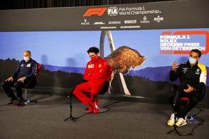 Franz Tost, Team Principal, AlphaTauri, Mattia Binotto, Team Principal Ferrari y Cyril Abiteboul, Director General, Renault F1 Team en la conferencia de prensa