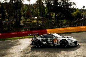 #88 Proton Competition Porsche 911 RSR: Gian Luca Giraudi , Ricardo Sanchez, Lucas Legeret