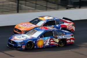 Kevin Harvick, Stewart-Haas Racing, Ford Mustang Busch Light Patriotic, Ryan Newman, Roush Fenway Racing, Ford Mustang Oscar Mayer