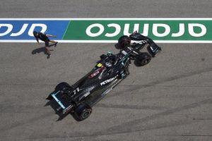 Valtteri Bottas, Mercedes F1 W11 , leaves the garage