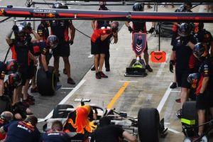 The Red Bull team make a practise pit stop using the Max Verstappen Red Bull Racing RB16