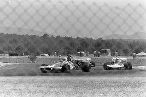 Tim Schenken, Brabham BT33, Rolf Stommelen, Surtees TS9