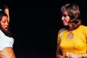 Lynne Oliver, Ehefrau von Jackie Oliver, mit Freundin