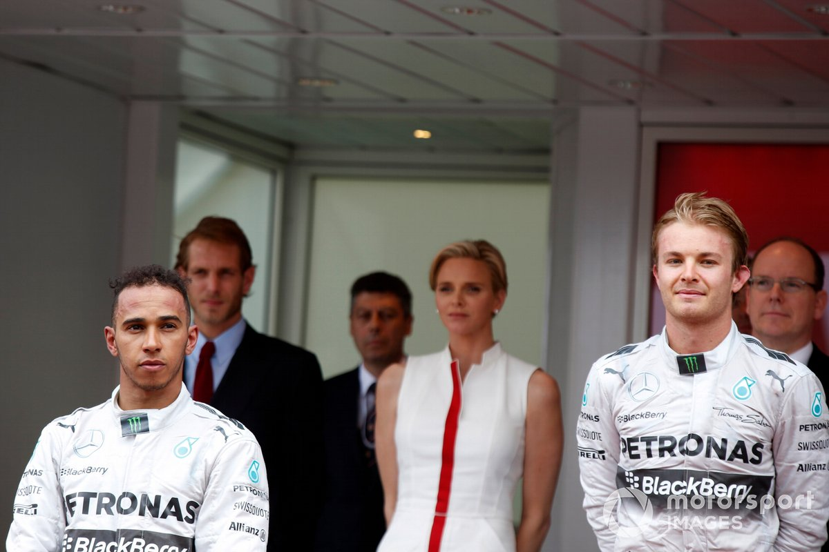 Podio: ganador de la carrera Nico Rosberg, Mercedes F1, segundo lugar Lewis Hamilton, Mercedes F1 W05