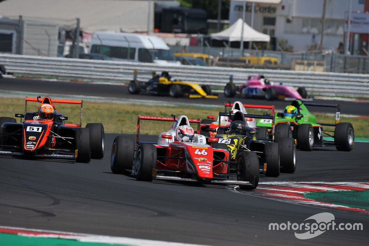 Gabriele Mini, Prema Powerteam, precede Francesco Pizzi, Van Amersfoort Racing N e Leonardo Fornaroli, Iron Lynx Srl