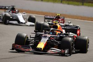 Alex Albon, Red Bull Racing RB16, Antonio Giovinazzi, Alfa Romeo Racing C39