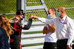 Nikita Mazepin, Hitech Grand Prix, festeggia dopo aver vinto la gara