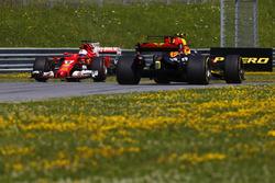 Sebastian Vettel, Ferrari SF70H, testacoda nelle FP1, Max Verstappen, Red Bull Racing RB13