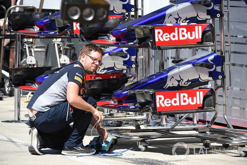 Toro Rosso STR12: Nase und Frontflügel